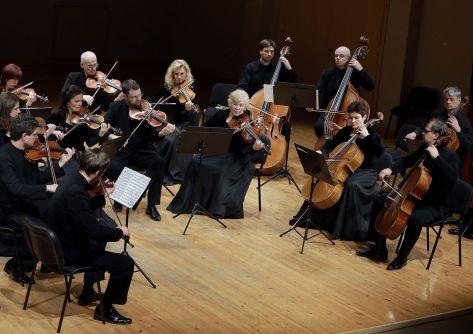 klaipedos-kamerinis-orkestras-ruosiasi-koncertui-barokinis-atvirukas-52ef50b1d5305